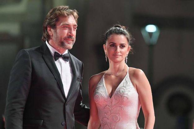 Javier Bardem e Penelope Cruz alla proiezione di 'Loving Pablo' (Afp)