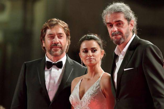 Javier Bardem, Penelope Cruz e il regista Fernando Leon de Aranoa (Afp)