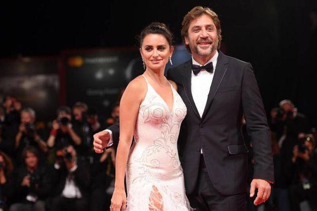 Javier Bardem e Penelope Cruz alla proiezione di 'Loving Pablo' (Ansa)