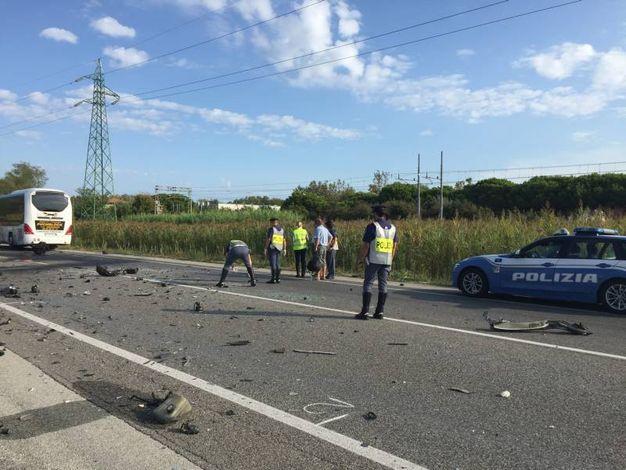 Sul posto sono intervenuti i soccorsi e la polizia stradale  (foto Mascellani)