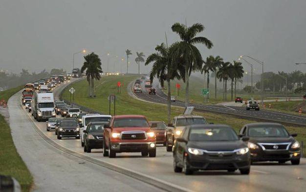 Turisti in fuga dalla Florida (Ansa)
