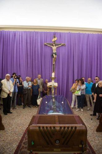 La camera ardente del cardinale Carlo Caffarra  (Foto Schicchi)
