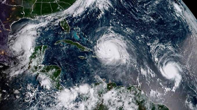 L'uragano Irma seguito dagli uragani Katia e Jose (Afp)