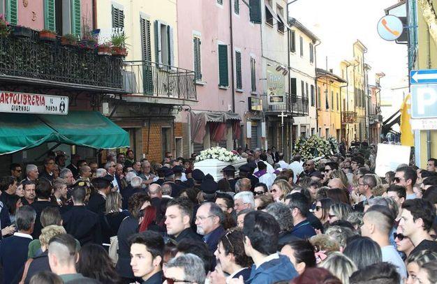 Migliaia di persone hanno preso parte ai funerali (Foto Goiorani)