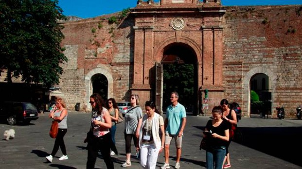 Porta Camollia il punto di partenza del percorso urbano