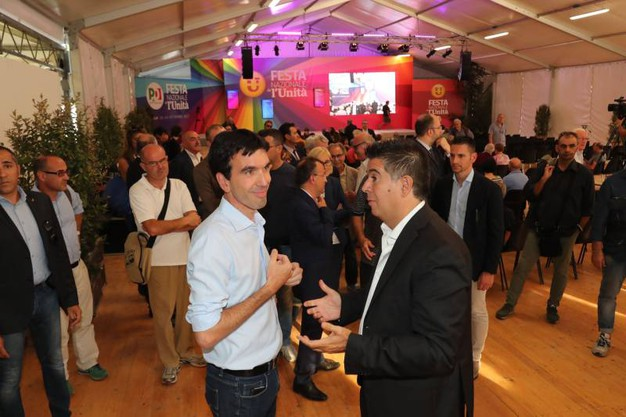 Il ministro Martina col sindaco Manca alla Festa dell'Unità di Imola (Foto IsolaPress)