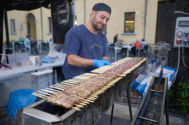 """Le specialità poi non solo locali. «Abbiamo ospitato anche le bombette pugliesi, gli arrosticini abruzzesi e la chianina e il pulled pork toscani"""" (Foto Fantini)"""