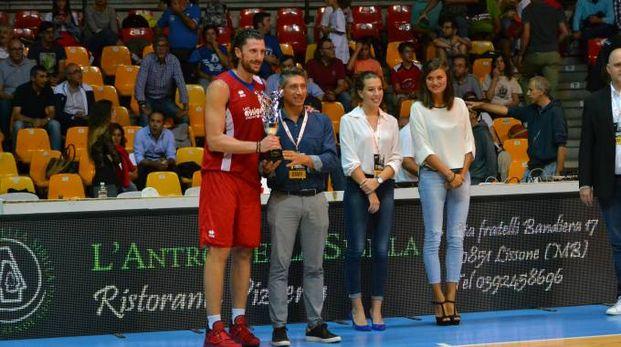 Infante riceve il premio per il terzo posto