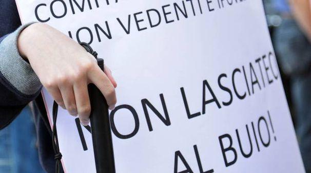 Una manifestazione organizzata dai genitori di bambini con disabilità visiva