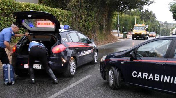 I carabinieri della Compagnia di Civitanova sul luogo dell'incidente (foto De Marco)