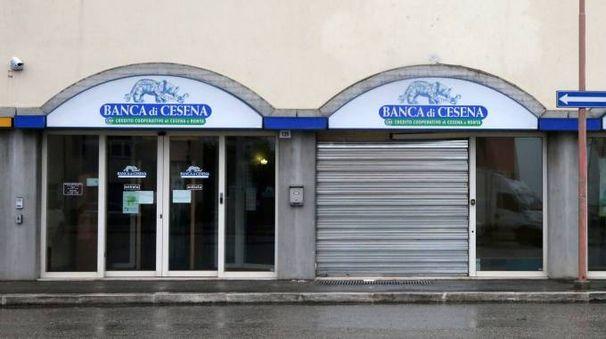 L'istituto di credito dove è stato sradicato il bancomat  di notte poco dopo le tre