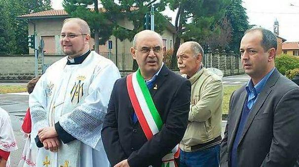 Don Wiliam, il sindaco Cozzi e l'assessore Re Sartò presenti ala cerimonia