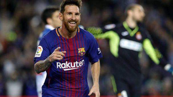 Leo Messi, trascinatore del Barcellona nel derby con l'Espanyol
