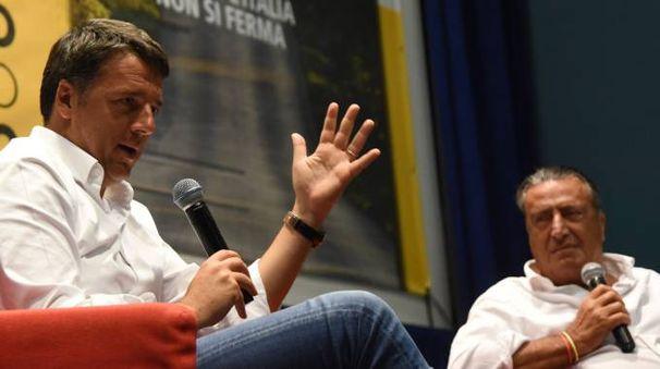 Matteo Renzi  con il direttore  de La Nazione Francesco CarrassiIl ministro Minniti  sarà ospite domani della Festa dell'Unità in corso alle Cascine di Firenze
