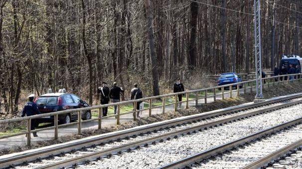 L'intervento dei carabinieri nel bosco dello spaccio