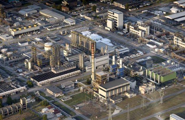 Il petrolchimico dall'alto (foto Businesspress)