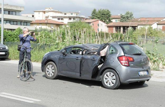 L'auto colpita dall'albero caduto (Alcide)
