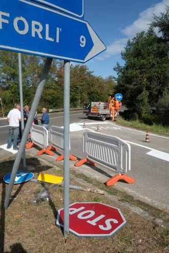 I lavori all'incrocio fra via Ladino e via Mengozzi (Frasca)