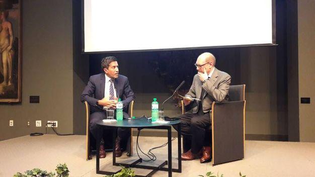Il talk show in ambasciata tra il dr Gupta e Cavalera