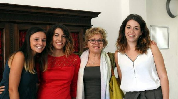 Giulia Ferrari, Rebecca Mori, la professoressa Antonietta Sanna e Serena Monachesi