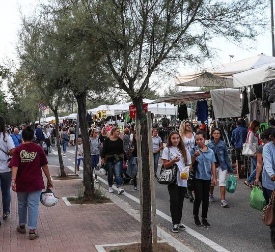 Tanta gente nelle strade  (foto Fotoprint)