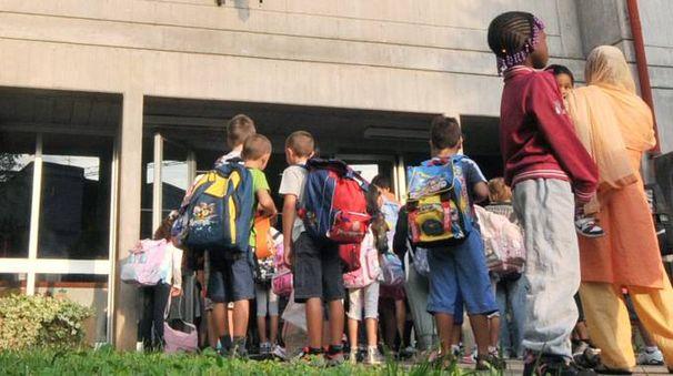 L'ingresso a scuola (foto d'archivio Cusa)