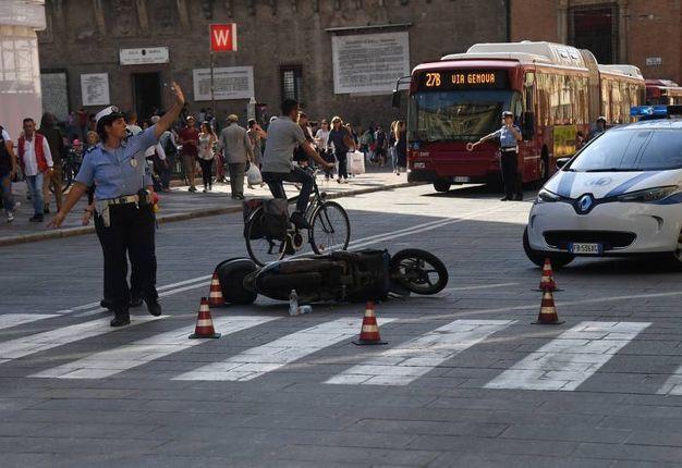 Lo scooter a terra  (foto Schicchi)