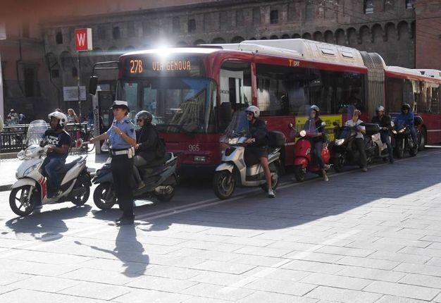 Gli autobus in attesa  (foto Schicchi)
