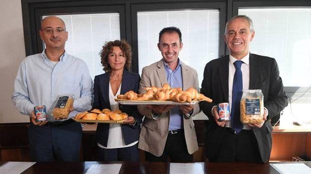 Da sinistra: Riccardo Fontanella (Panificatori spa), Debora Peroni (Poligrafici editoriale), Thomas Giardini (Associazione panificatori), Giancarlo Tonelli (Confcommercio Ascom) (Fotoschicchi)