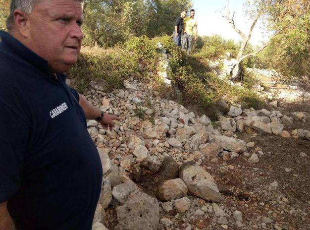 I carabinieri sul luogo del ritrovamento del corpo di Noemi Durini (Ansa)