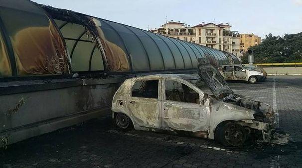 Auto incendiate a Saronno