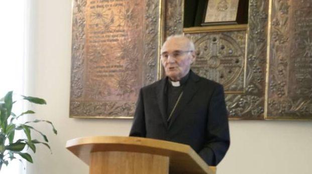 Conti, vescovo di Fermo, annuncia l'arrivo del nuovo vescovo Pennacchio (foto Zeppilli)