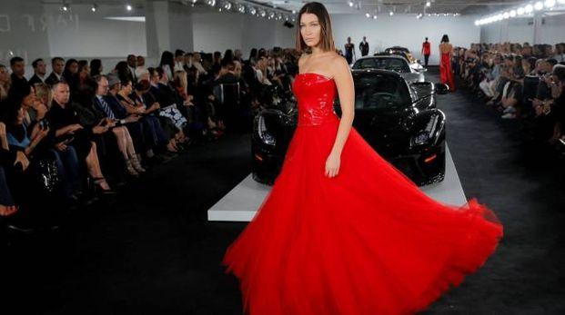 New York Fashion Week 2017, Bella Hadid alla sfilata Ralph Lauren (Lapresse)