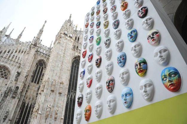 Milano XL, installazione scenografica sulla facciata de La Rinascente