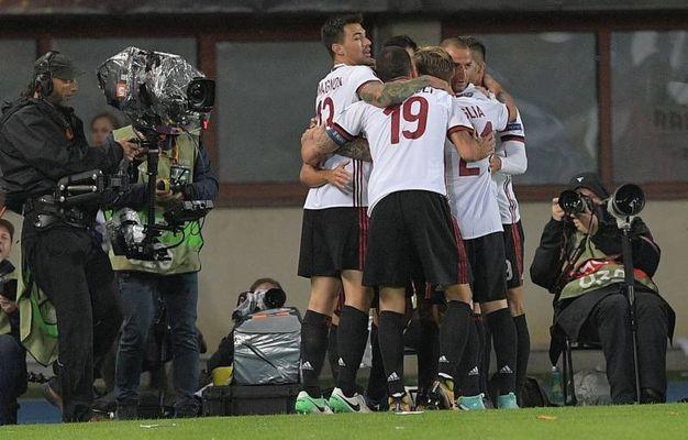 Esultanza per il gol di Hakan Calhanoglu del Milan 0-1 (AFP)