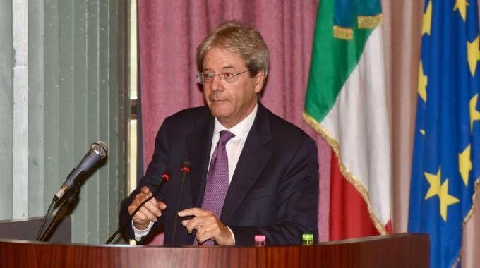 Paolo Gentiloni durante la cerimonia a Sarnano
