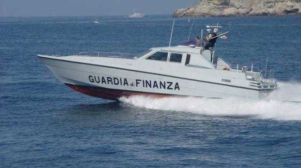 Controlli in mare della Guardia di Finanza pesarese