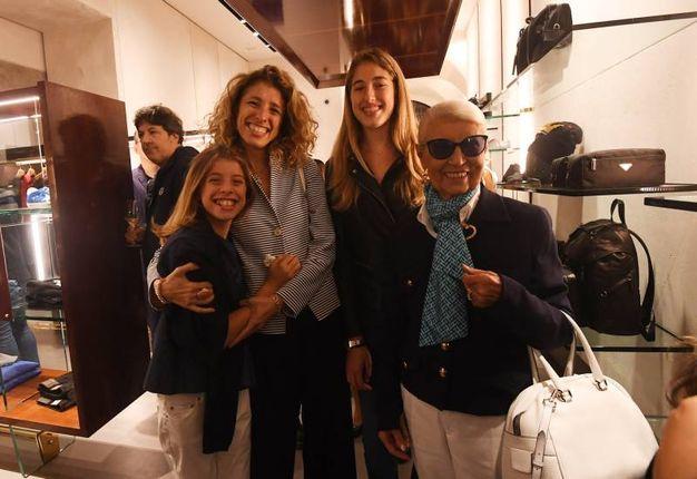 Le donne della famiglia Stefanelli nel nuovo spazio inaugurato (Foto Schicchi)