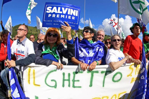 "Slogan e striscioni ""Salvini premier"""