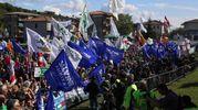 Bandiere e striscioni (Ansa)