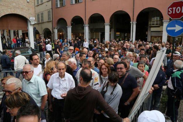 Il vernissage in piazza Almerici (foto Ravaglia)