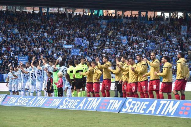 Spal e Cagliari schierate allo stadio Mazza (foto LaPresse)