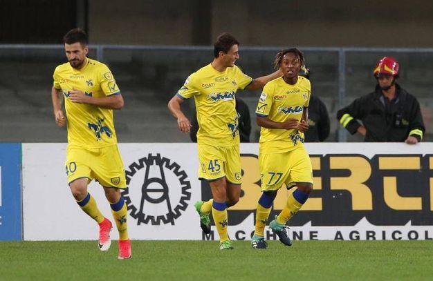 Chievo-Atalanta, Bastien esulta dopo aver segnato la prima rete per il Chievo (foto Ansa)
