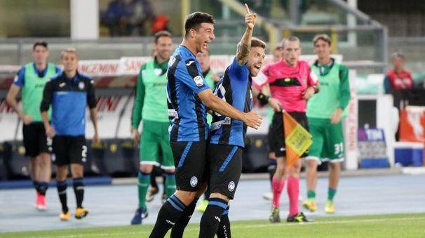 L'esultanza di Gomez dopo il gol del pareggio
