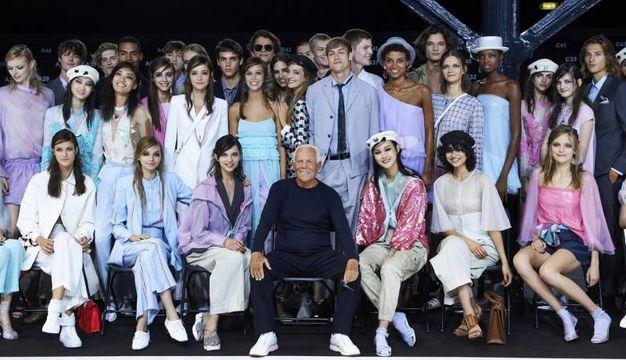 Londra, Giorgio Armani tra le modelle (Afp)