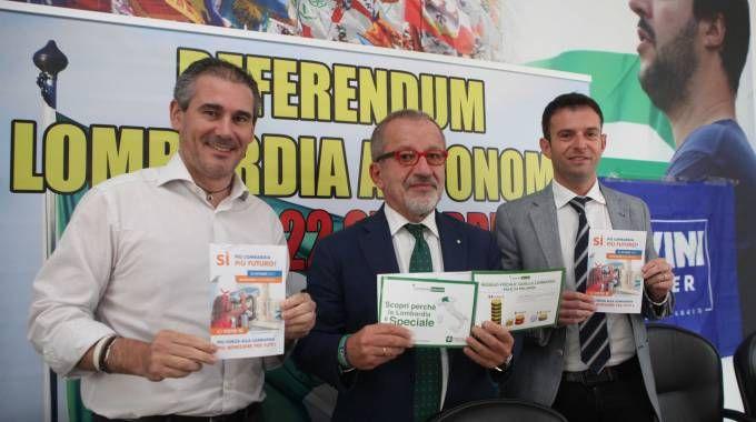 La presentazione della campagna referendaria nella sede della Lega (Lapresse)