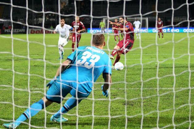 Cittadella-Cesena 4-0, il gol su rigore del 4-0 (foto Lapresse)