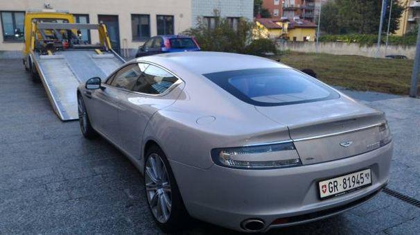 L'auto di lusso sequestrata dalla Finanza
