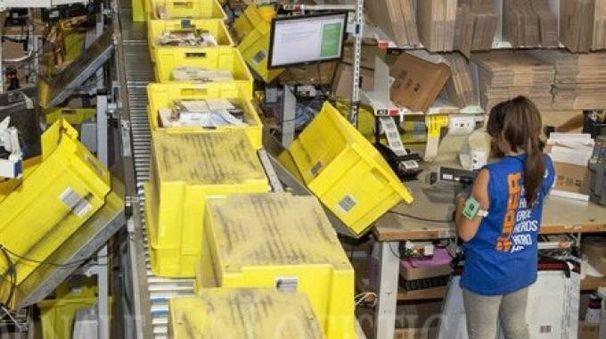 Magazzino Amazon in Valsamoggia (foto d'archivio)