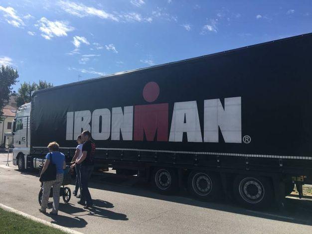 Arrivano gli Ironman sulle strade di Cervia (foto Ilaria Bedeschi)
